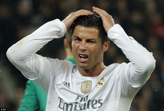 ronaldo-head-in-hands-moment-1.jpg