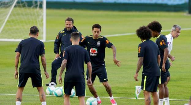 Football Soccer - Brazil's national soccer team training - World Cup 2018 Qualifiers